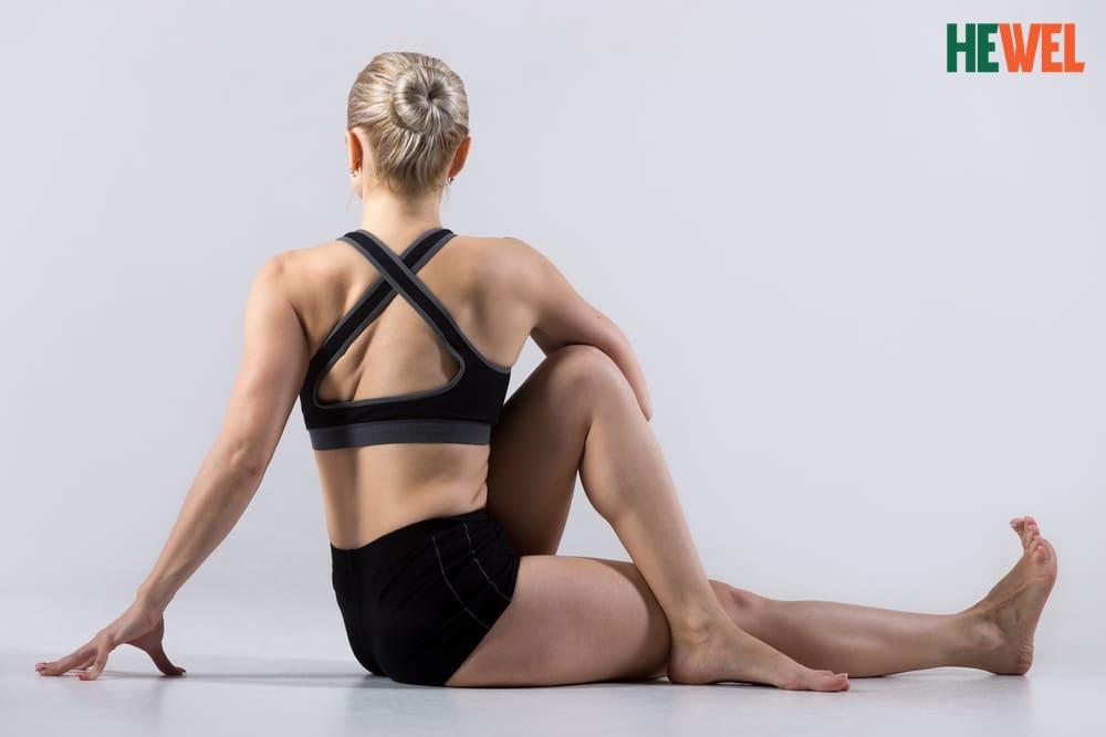 Bài tập ngồi xoay người-yoga hỗ trợ điều trị bệnh gan